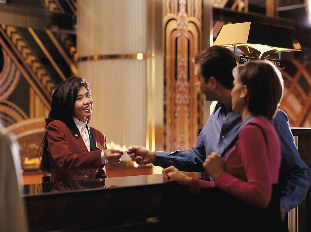 Jeden z najbardziej stresujących zawodów świata to zdaniem internautów recepcjonista