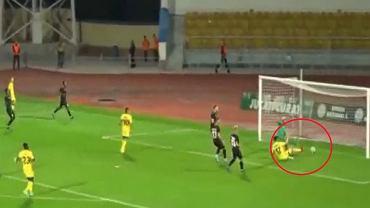 Jasur Yakhshiboev strzela gola