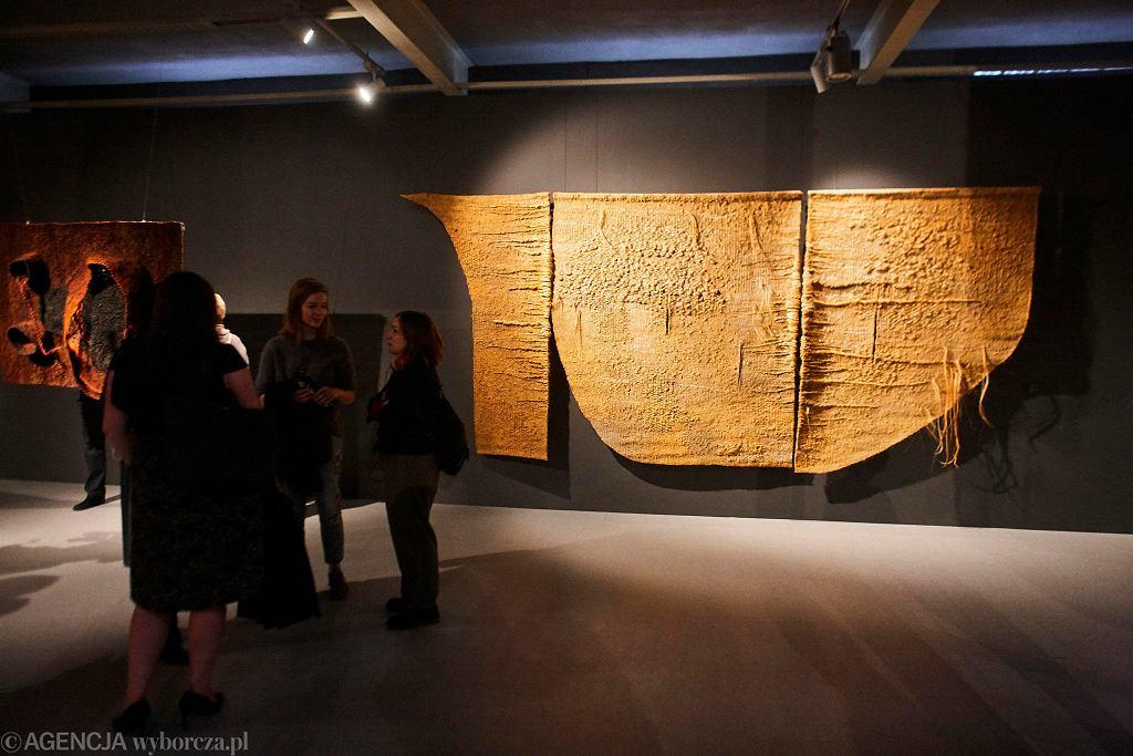 Wystawa prac Magdaleny Abakanowicz w Centralnym Muzeum Włókiennictwa / MARCIN STĘPIEŃ