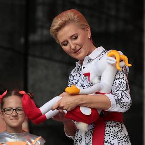 Prezydentowa Agata Kornhauser-Duda na 85. urodzinach Koziołka Matołka w Pacanowie