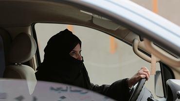 Riad, Arabia Saudyjska - kobieta za kierownicą