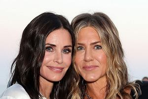 Courteney Cox i  Jennifer Aniston na imprezieChanel