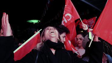 31.03.2019, radość zwolenników opozycyjnej Republikańskiej Partii Ludowej po ogłoszeniu wyników wyborów lokalnych w Ankarze.