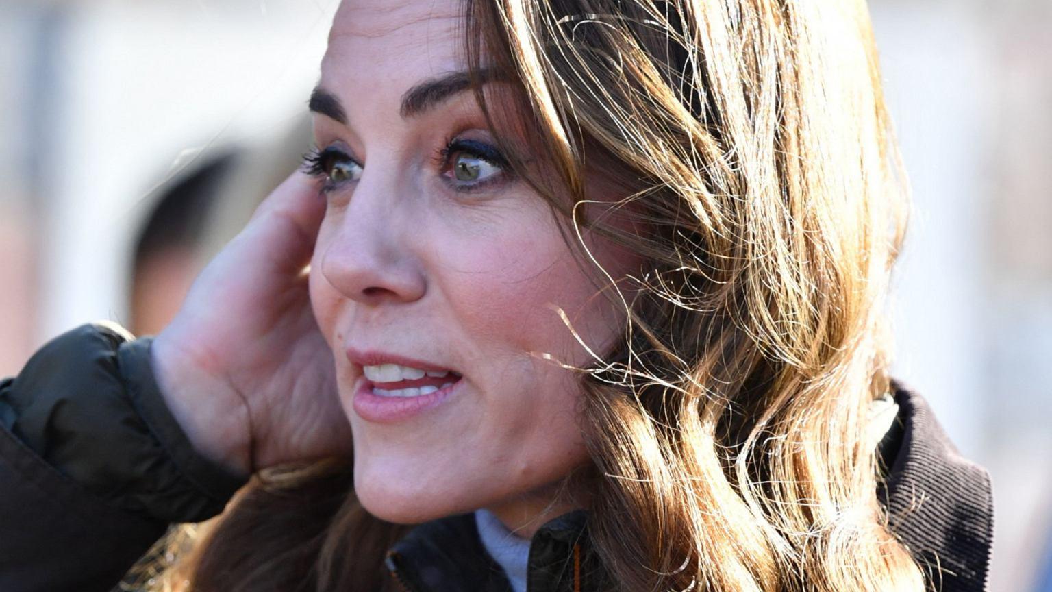 Kate Middleton złamała królewski protokół. Ta poza nie jest godna księżnej. Ekspertka od mowy ciała dokonała jej analizy