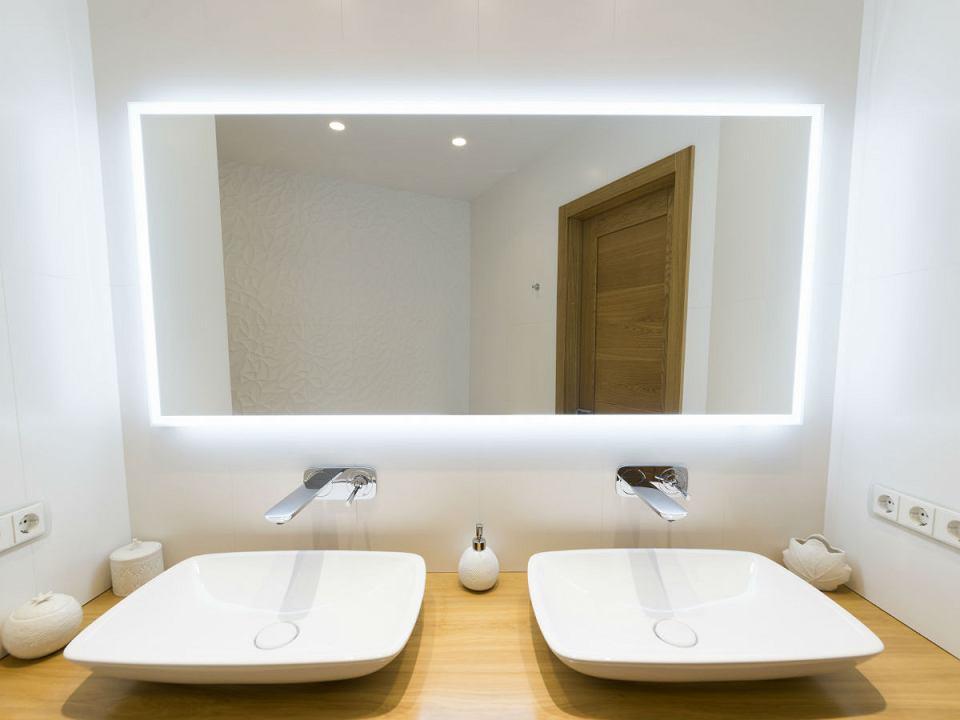 Lustra łazienkonkowe podświetlane