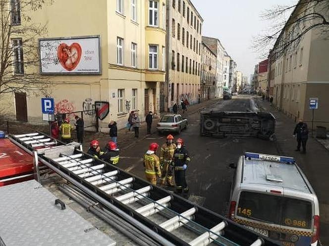 Zdjęcie z wypadku na ul. 6 Sierpnia w Łodzi.
