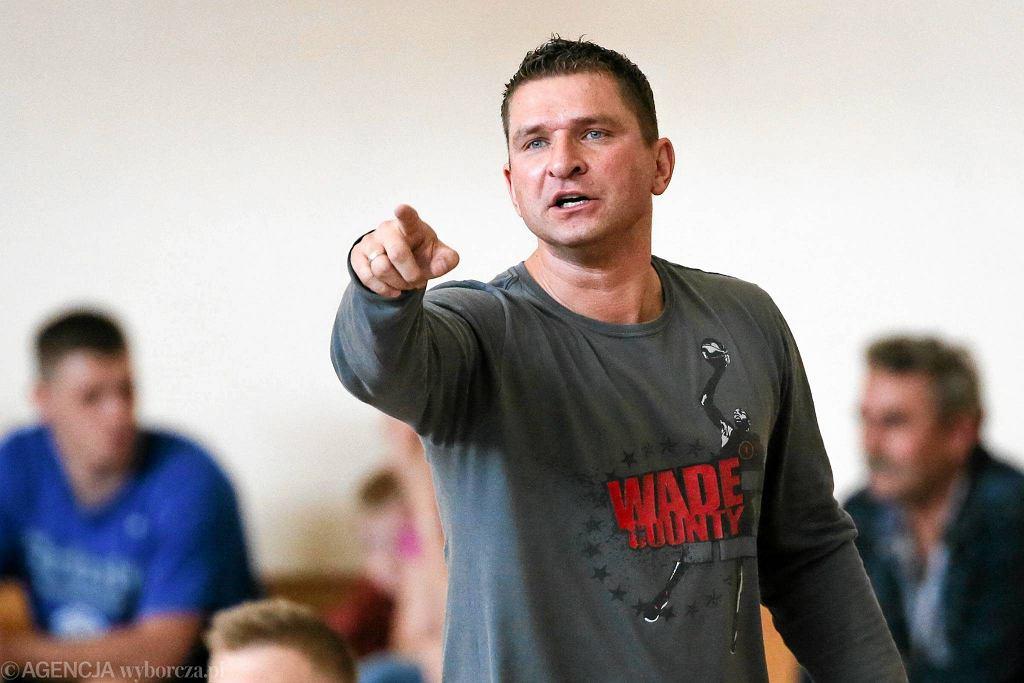 Trener Znicza Michał Spychała