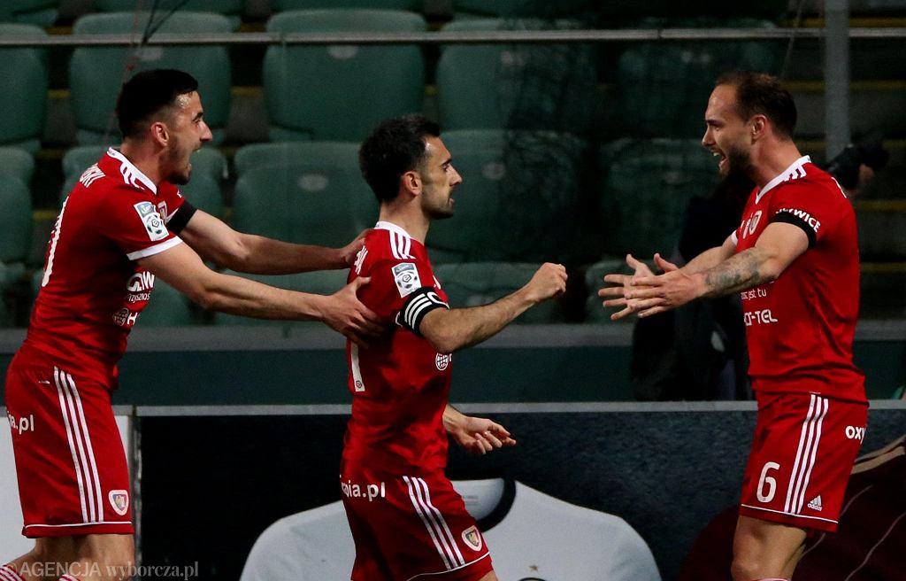 Gerard Badia i piłkarze Piasta w meczu z Legią