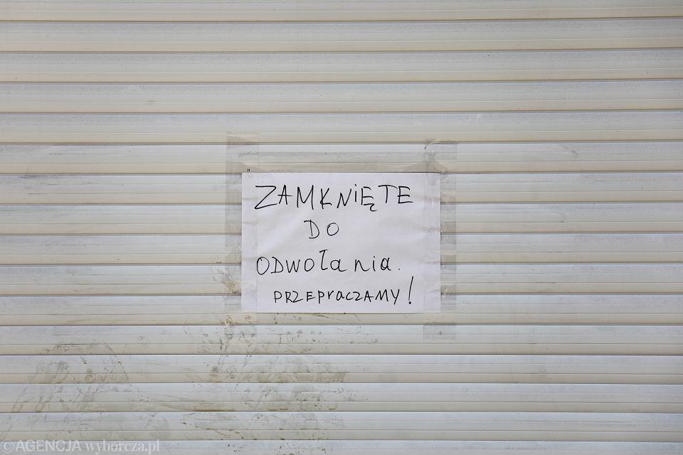 Kraków, koronawirus, zamknięte sklepy.