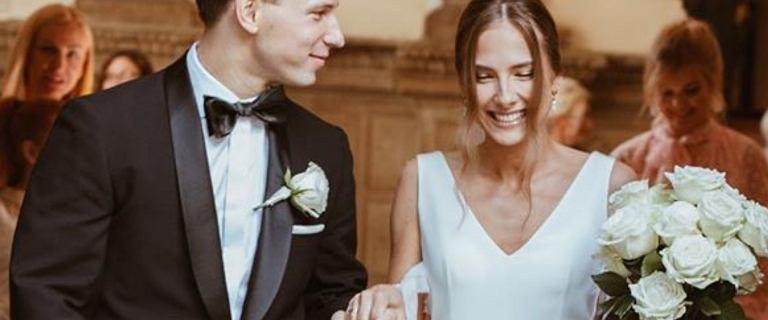 Józef Pawłowski wziął ślub! Pochwalił się zdjęciem z ceremonii. Jego wybranka to śliczna wokalistka. Znacie ją z