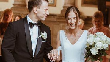 Józef Pawłowski wziął ślub! Pochwalił się zdjęciem z ceremonii. Jego wybranka to śliczna wokalistka, którą znacie z
