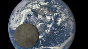 Naukowcy chcą postawić wielki teleskop na Księżycu. Pozwoli odkryć pierwsze gwiazdy Wszechświata