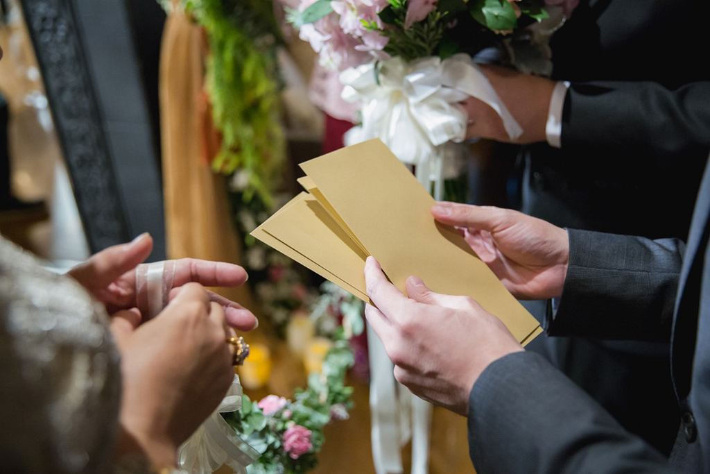 Na pytanie 'ile do koperty na wesele' nie ma jednej odpowiedzi