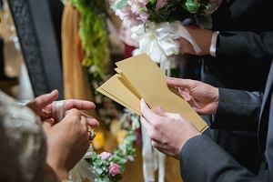 """Im bliższa rodzina, tym więcej? Tyle, żeby zwróciło się za """"talerzyk""""? Ile dać nowożeńcom?"""