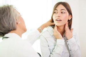 Guzek na szyi - tarczyca, nowotwory, torbiele i inne przyczyny