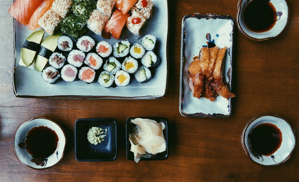 Sushi. Ta japońska potrawa zdobyła serca wielu Polaków