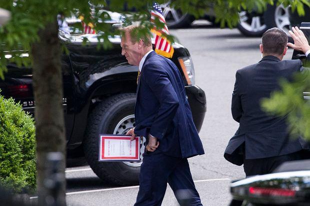 Sekretarz obrony Patrick Shanahan idzie na spotkanie z Donaldem Trumpem ws. Iranu