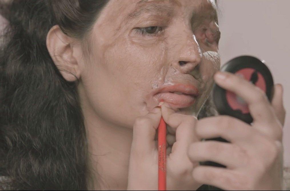 Reshma Banoo Qureshi uczy jak malować się szminką
