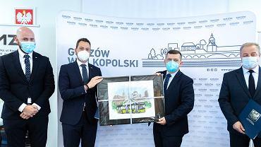 Maj 2021 r.  Gorzowska komunikacja miejska wzbogaci się o osiem elektrycznych autobusów, które wraz ze stacjami ładowania do końca lipca przyszłego roku dostarczy firma Solaris