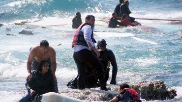 Dlaczego uchodźcy nie podróżują do Europy samolotami?