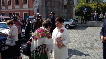 Premier Beata Szydło przed bielską katedrą