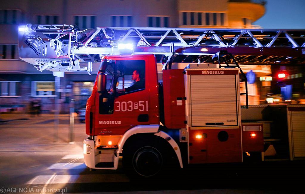 Straż pożarna na sygnale. Łódź, trasa WZ, 28 października 2015