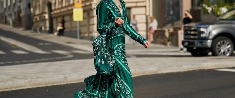 Sukienki Reserved na lato: mix kolorów, odkryte plecy i subtelna koronka