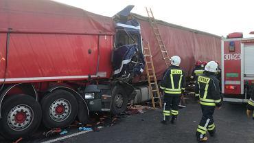 Tomaszków pod Olsztynem. Śmiertelny wypadek z udziałem trzech ciężarówek