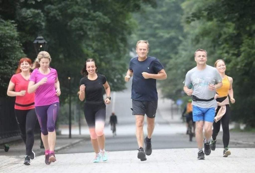 Donald Tusk biega po warszawskich Łazienkach