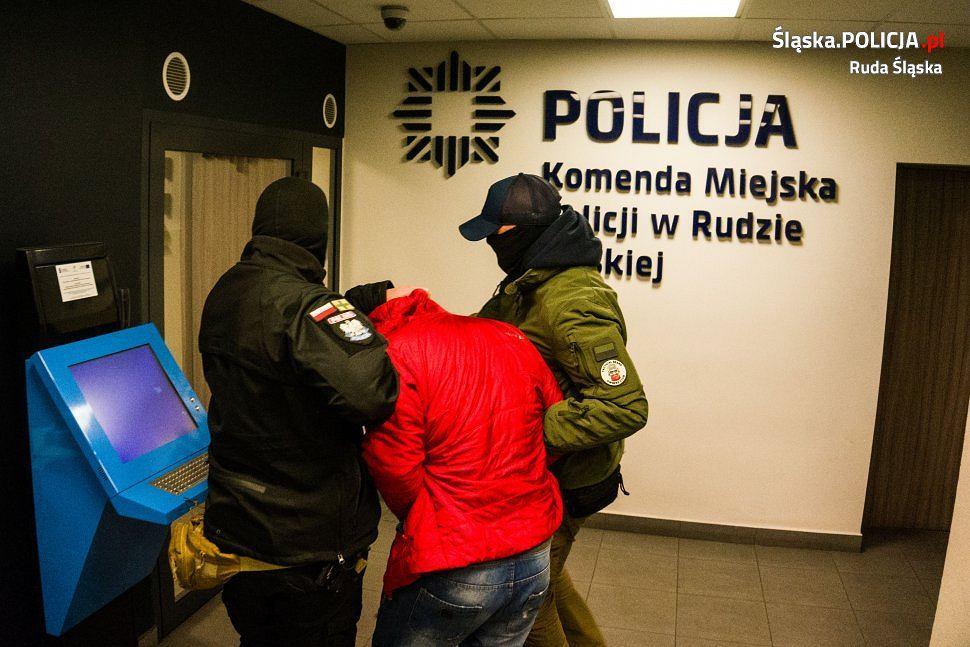 Po dwóch tygodniach od zdarzenia zatrzymany został 34-latek, który w Rudzie Śląskiej napadł na swoją byłą dziewczynę, ciężko ją pobił i dwukrotnie dźgnął nożem w głowę
