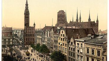 Na międzynarodowym forum skyskrapercity użytkownicy dzielą się spostrzeżeniami dotyczącymi architektury. Wśród zamieszczonych archiwalnych pocztówek znalazła się wyjątkowa kolekcja użytkownika Kampflamm, która przedstawia miasta niemieckie w końcu XIX w. Na zdjęciu - panorama Gdańska od strony Długiego Targu.