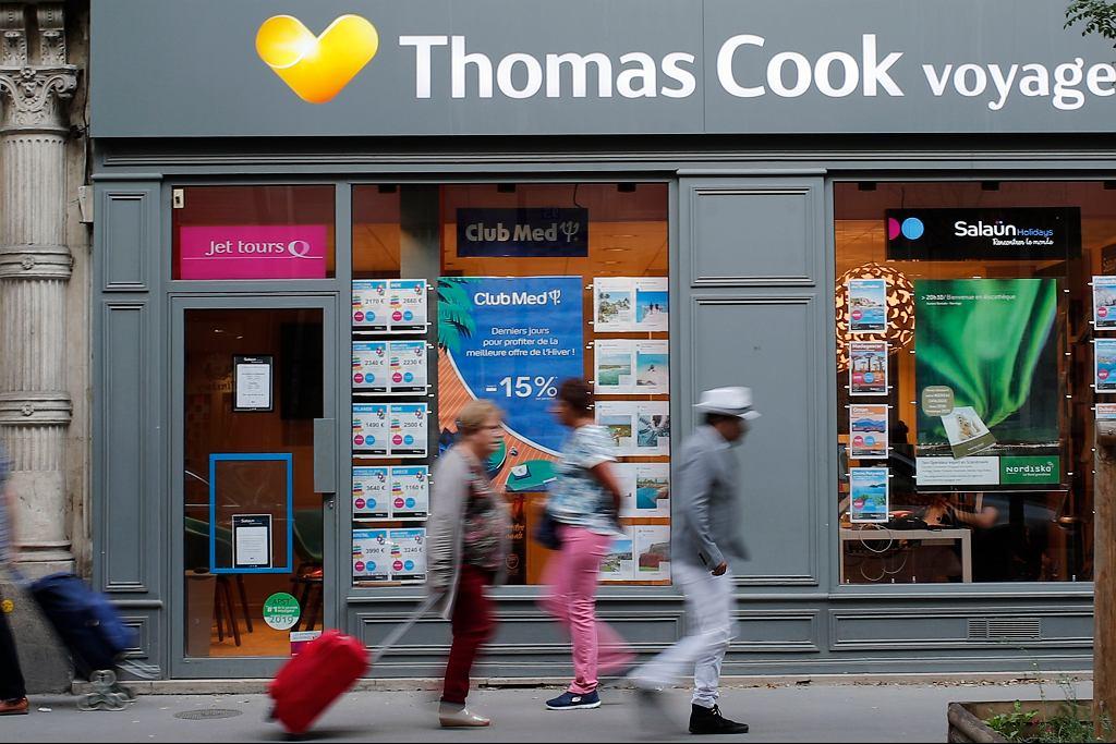 Tysiące klientów w kłopotach po bankructwie firmy Thomas Cook, najstarszego biura turystycznego świata. Na zdjęciu paryskie biuro firmy, 23 września 2019 r.