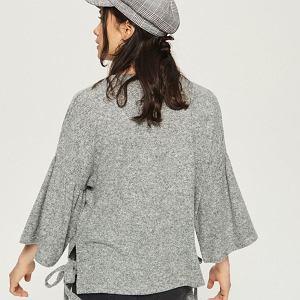 Sweter z rozkloszowanymi rękawami