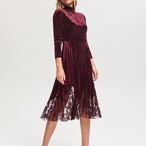 Welurowa sukienka z rozkloszowanym dołem