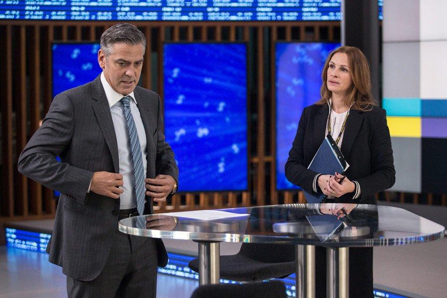 ''Zakładnik z Wall Street'', reż. Jodie Foster. W kadrze z filmu George Clooney i Julia Roberts