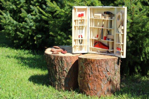 Drewniana skrzynka z narzędziami (Fot. Ania Oka)