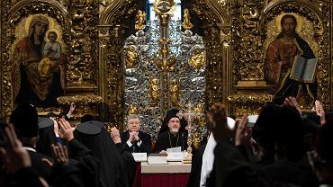 Prezydent Petro Poroszenko i biskupi ogłaszają powstanie nowej pełnoprawnej niezależnej cerkwi. Katedra św. Zofii, Kijów, Ukraina, 15 grudnia 2018
