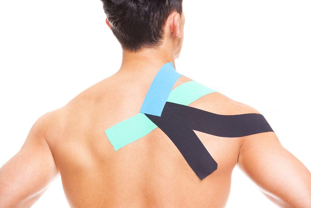 Kinesiotaping to metoda łagodzenia bólu za pomocą specjalnych plastrów