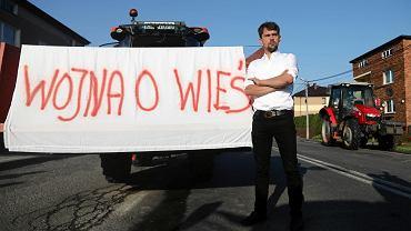 Michał Kołodziejczak, lider Agrounii, podczas blokady w Wawrzeńczycach pod Krakowem