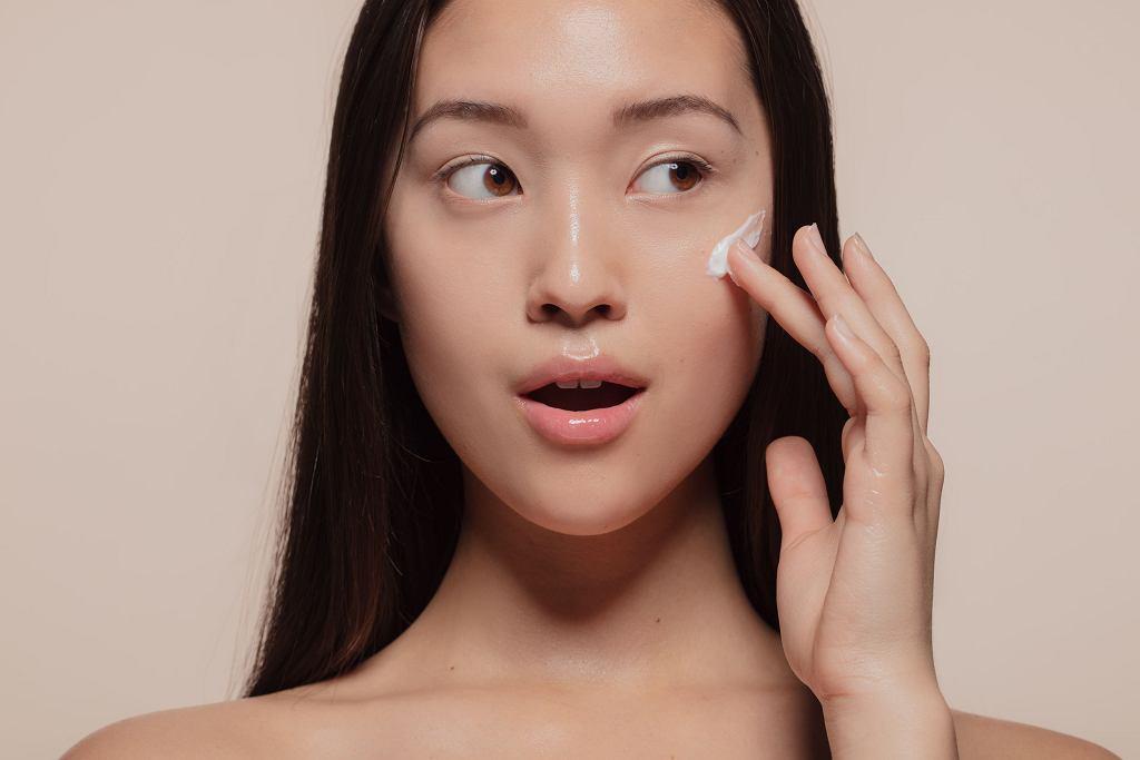 Kosmetyki zawierające witaminę C, retinol, kwas glikolowy cz koenzym Q10 pomogą cerze odzyskać gładkość i blask jesienią. Sezon na witaminy i kwasy czas zacząć.