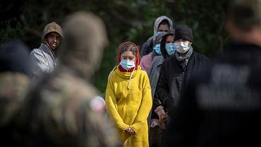 Uchodźcy na granicy. Amnesty International o przemocy i łamaniu prawa przez polskie władze [RAPORT]