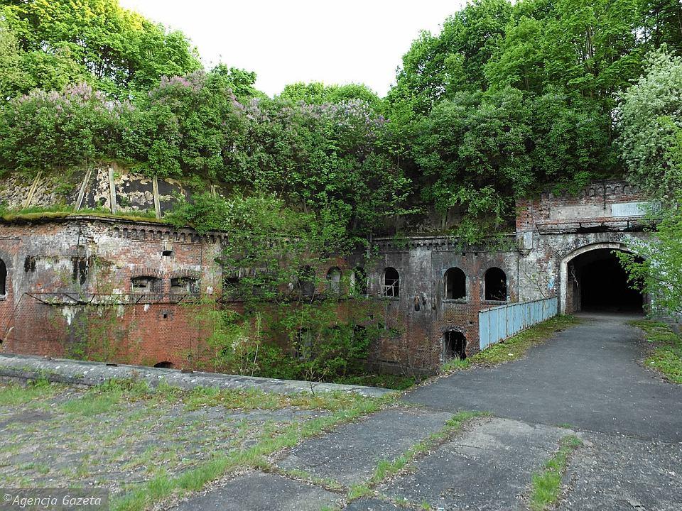 Fort XI - jeden z budynków wykorzystywanych na cele obozowe