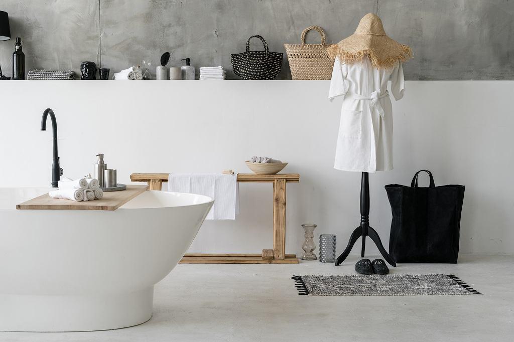 Tkany dywanik łazienkowy.