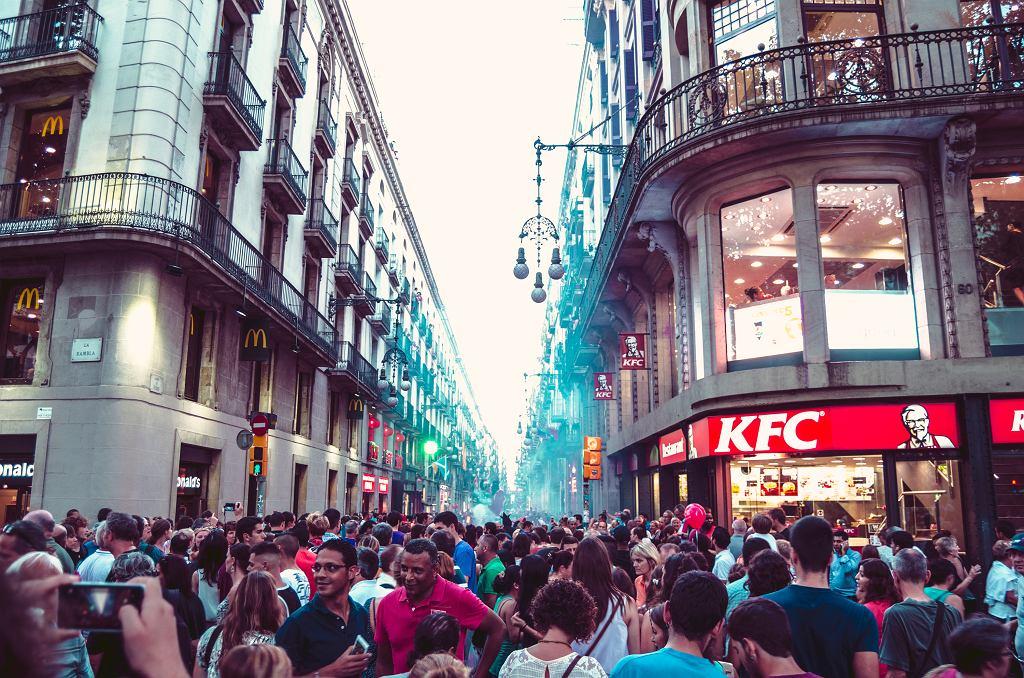 Barcelona to jedno z najbardziej obleganych przez turystów miast w Europie
