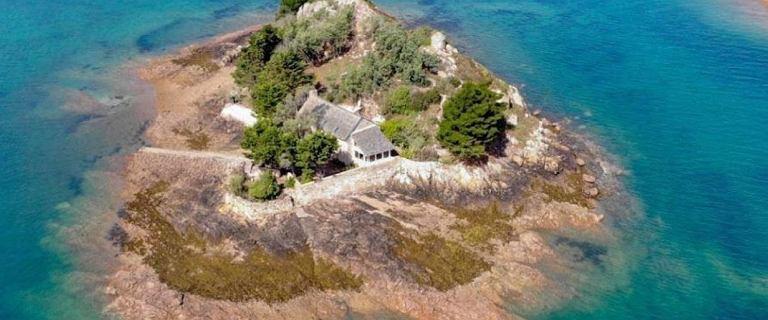 """Francuska wyspa na sprzedaż. Można ją mieć za """"tylko"""" 7 mln zł"""