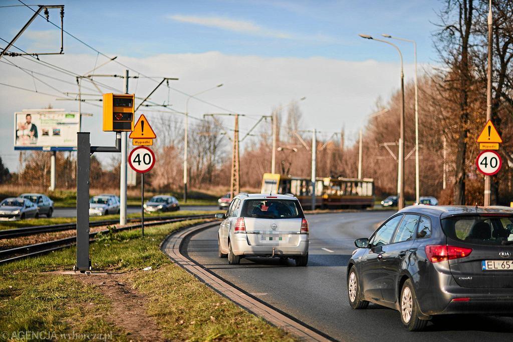 Drogi w Łodzi. Fotoradar przy al. Włókniarzy przy ul. Srebrzyńskiej