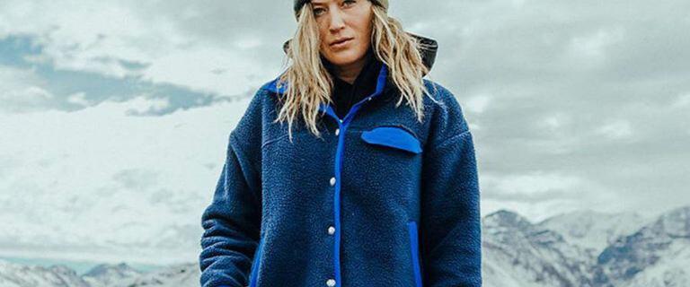 Ciepłe, zimowe kurtki damskie. Modele znanych marek z wyprzedaży!