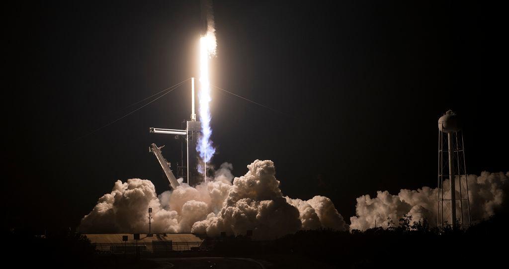 Start rakiety SpaceX w misji załogowej z NASA.