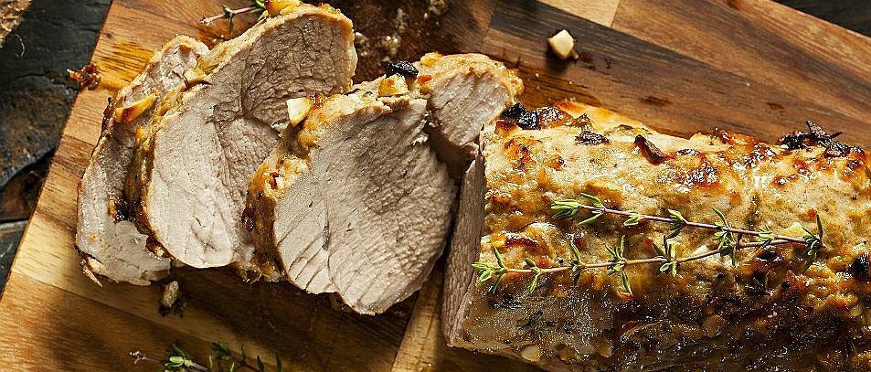 Pieczone mięsa i ryby. Co zrobić, żeby zachowały soczystość i smak? Przydatne triki