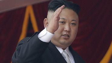 Kim Dzong Un pozdrawia
